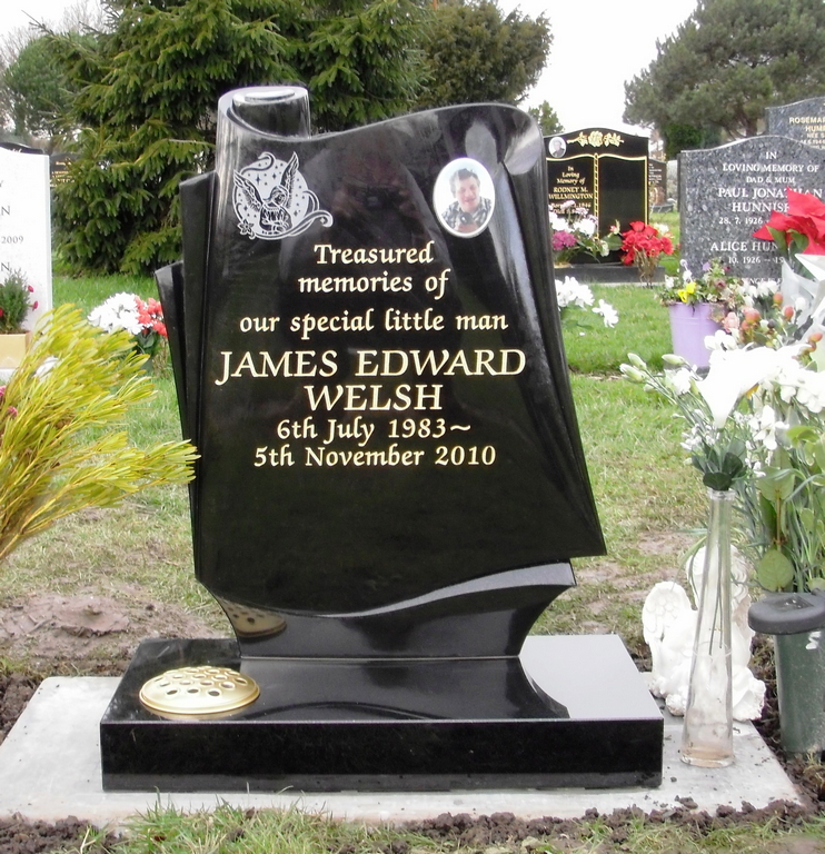 Black granite Scroll with photo plaque + etching - zapf letters - WELSH.jpg